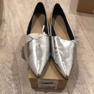 Zara flats in silver size 8 or 39euro, new